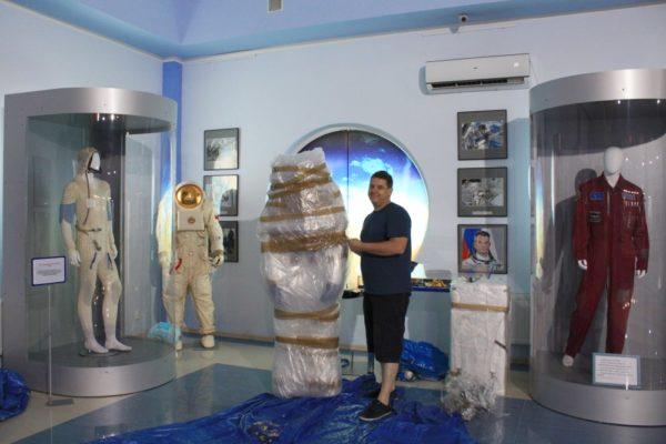 Пополнение экспозиции музея - лунные скафандры СССР и американцев