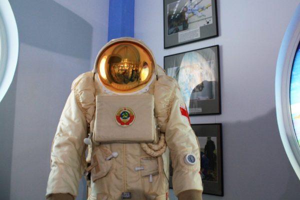 Лунный скафандр «Кречет-94» для советской лунной программы Н1-Л3