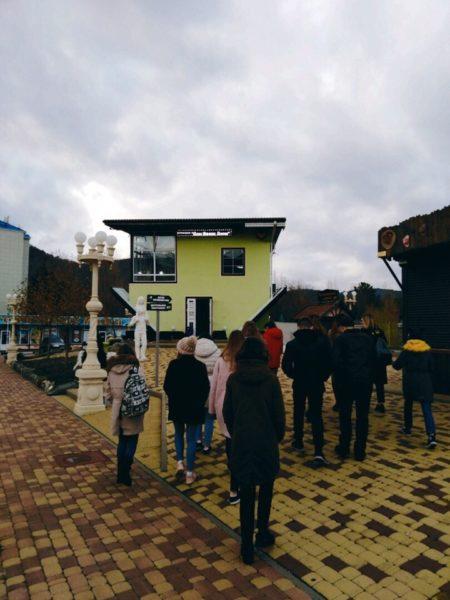 Ребята из лагеря Звездный детского центра Орленок